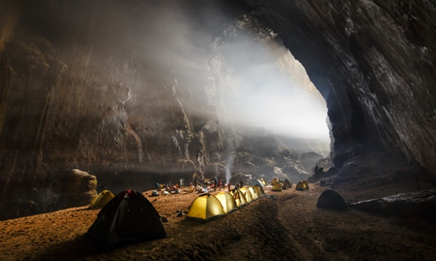 camping-inside-son-doong-cave